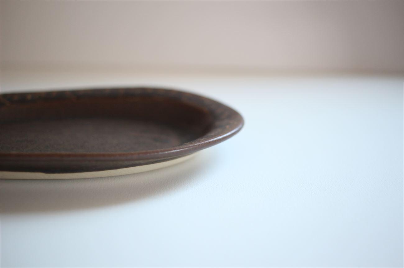 楕円皿 縁イッチン模様 ブロンズ