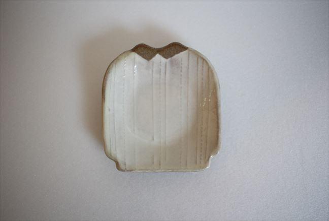 シャツ小皿 白 縦ストライプ