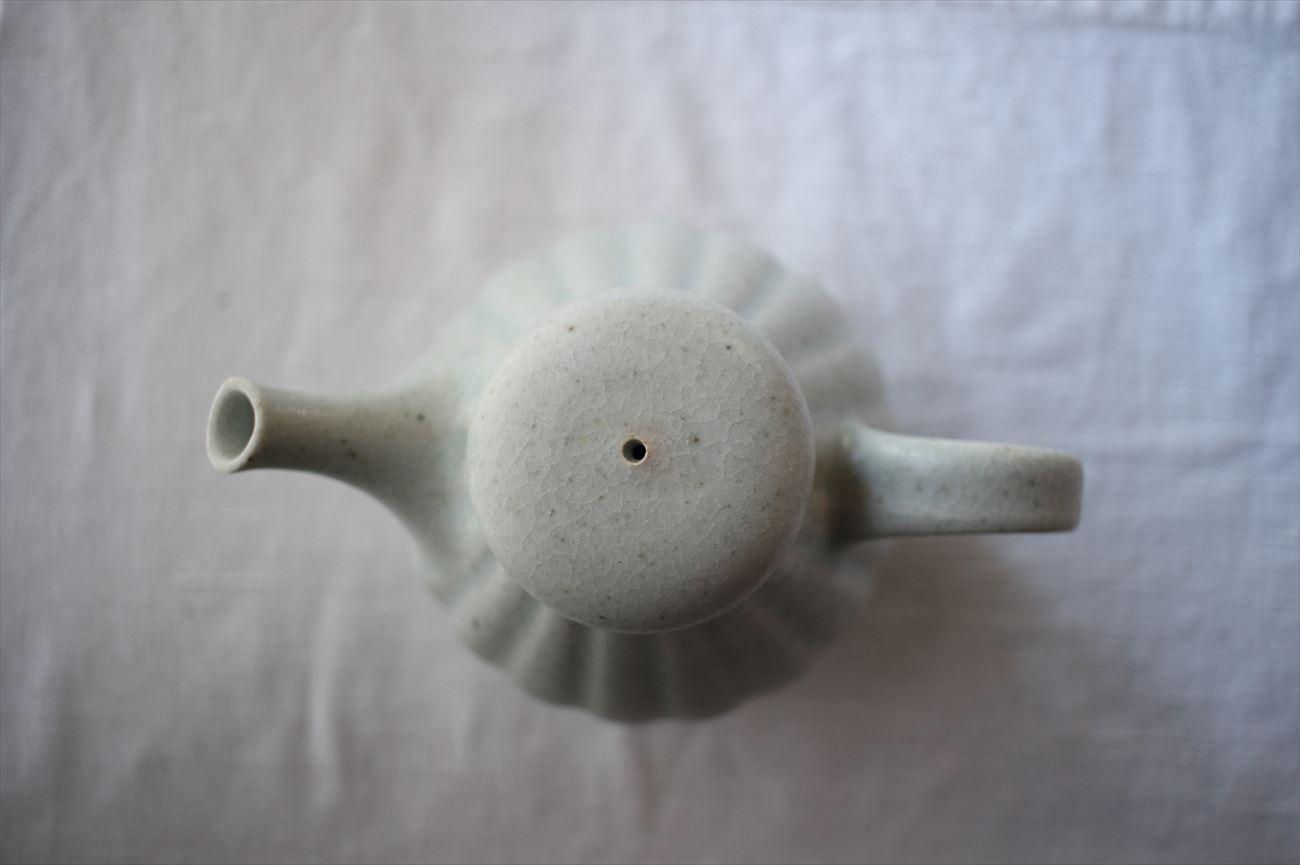彫りポット 白