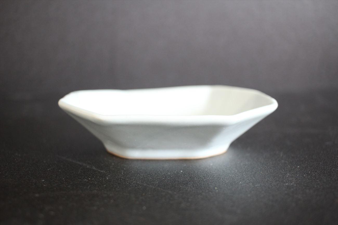 乳白釉八角板皿