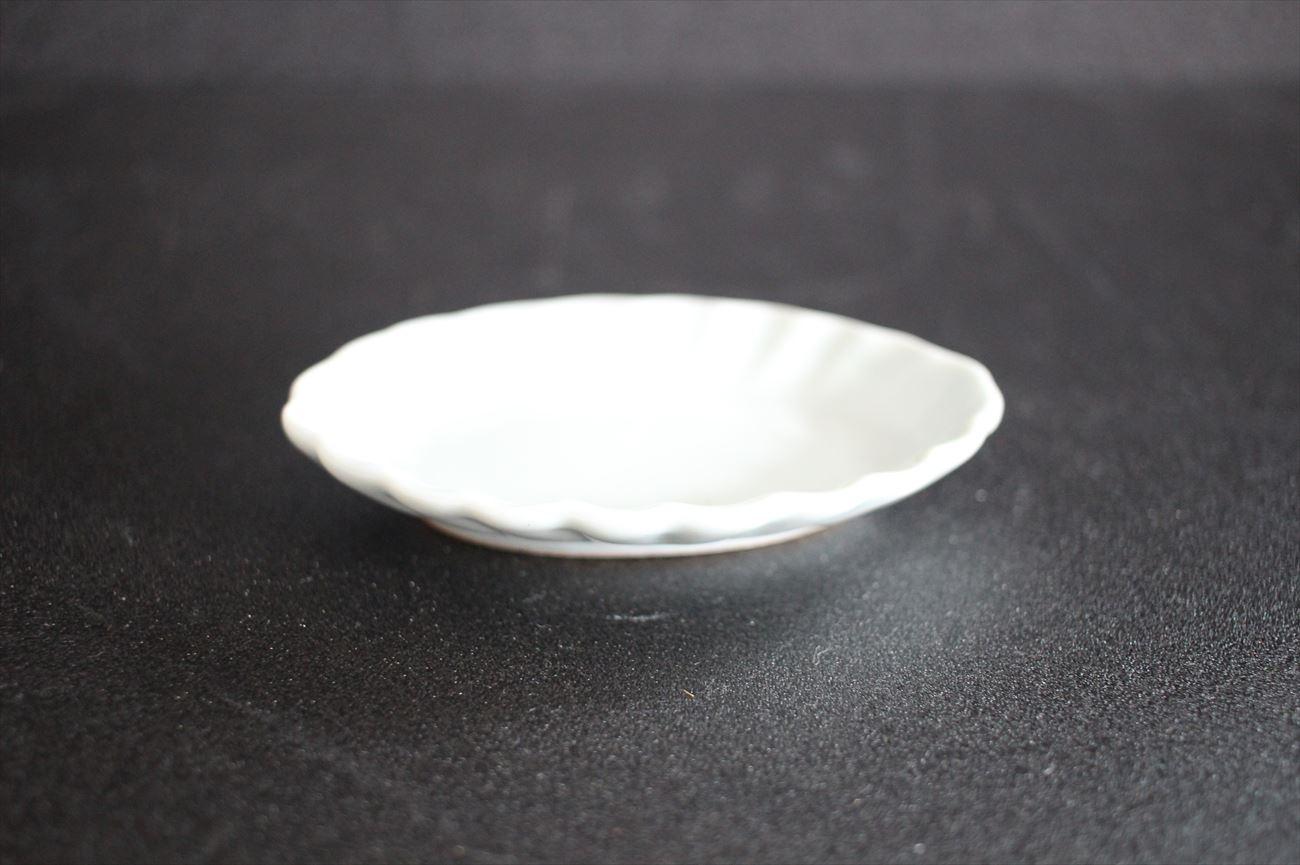 乳白釉楕円輪花小皿