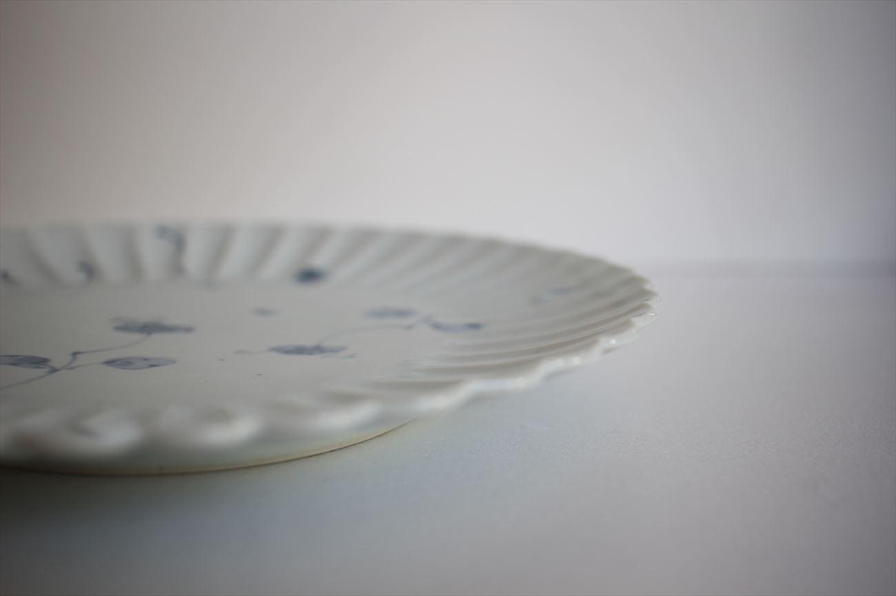 染付八重花文菊割七寸皿