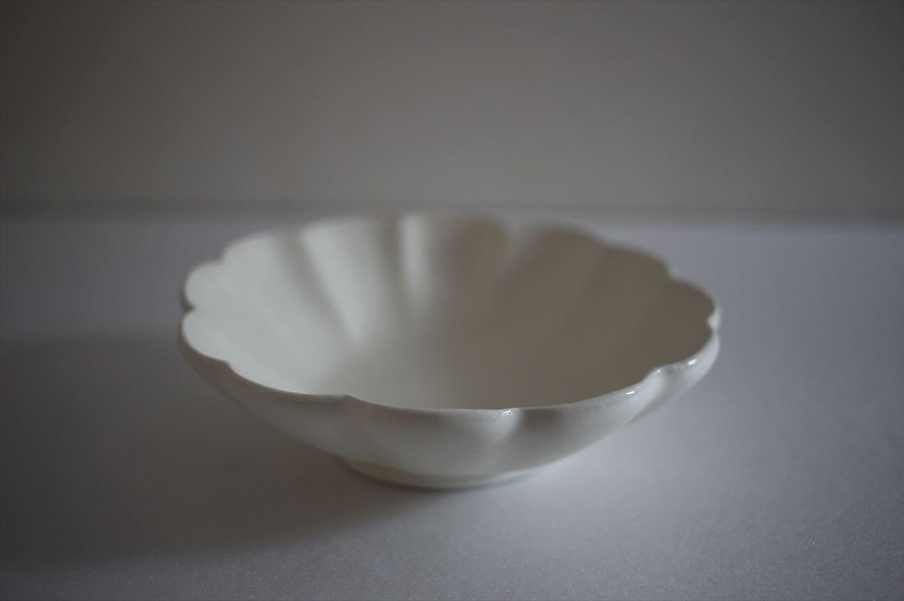 白釉輪花中皿