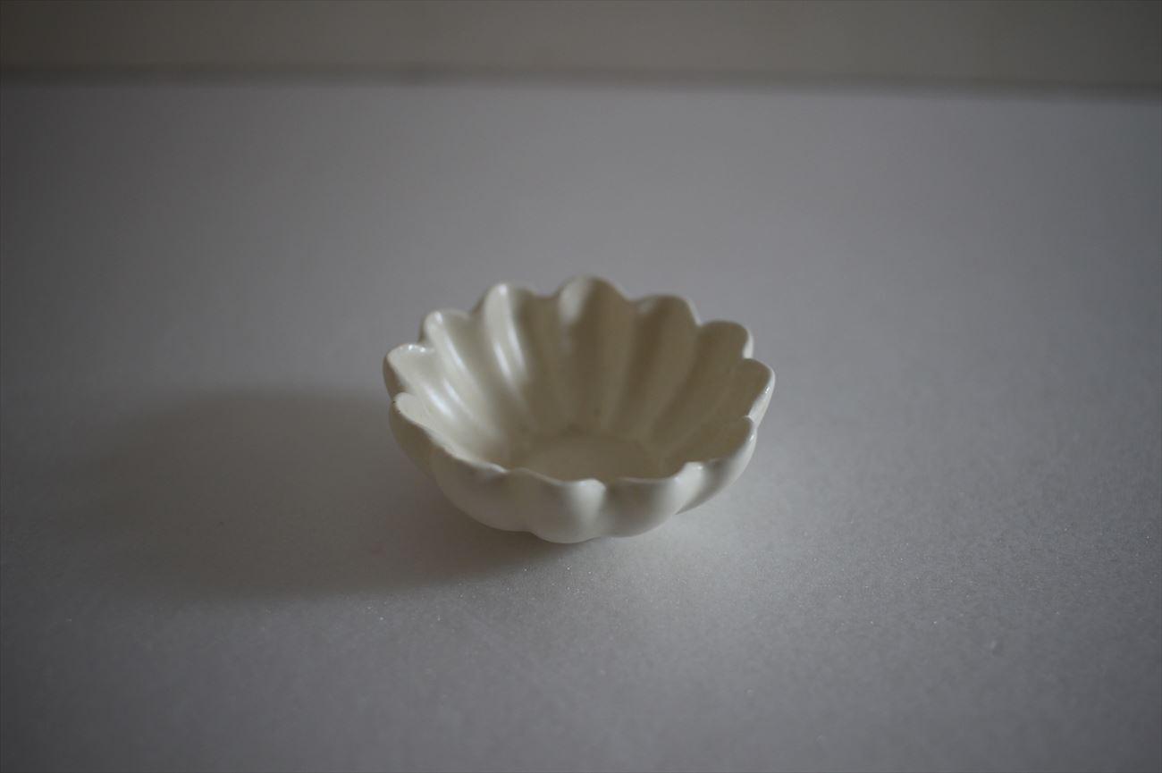 白釉輪花豆皿