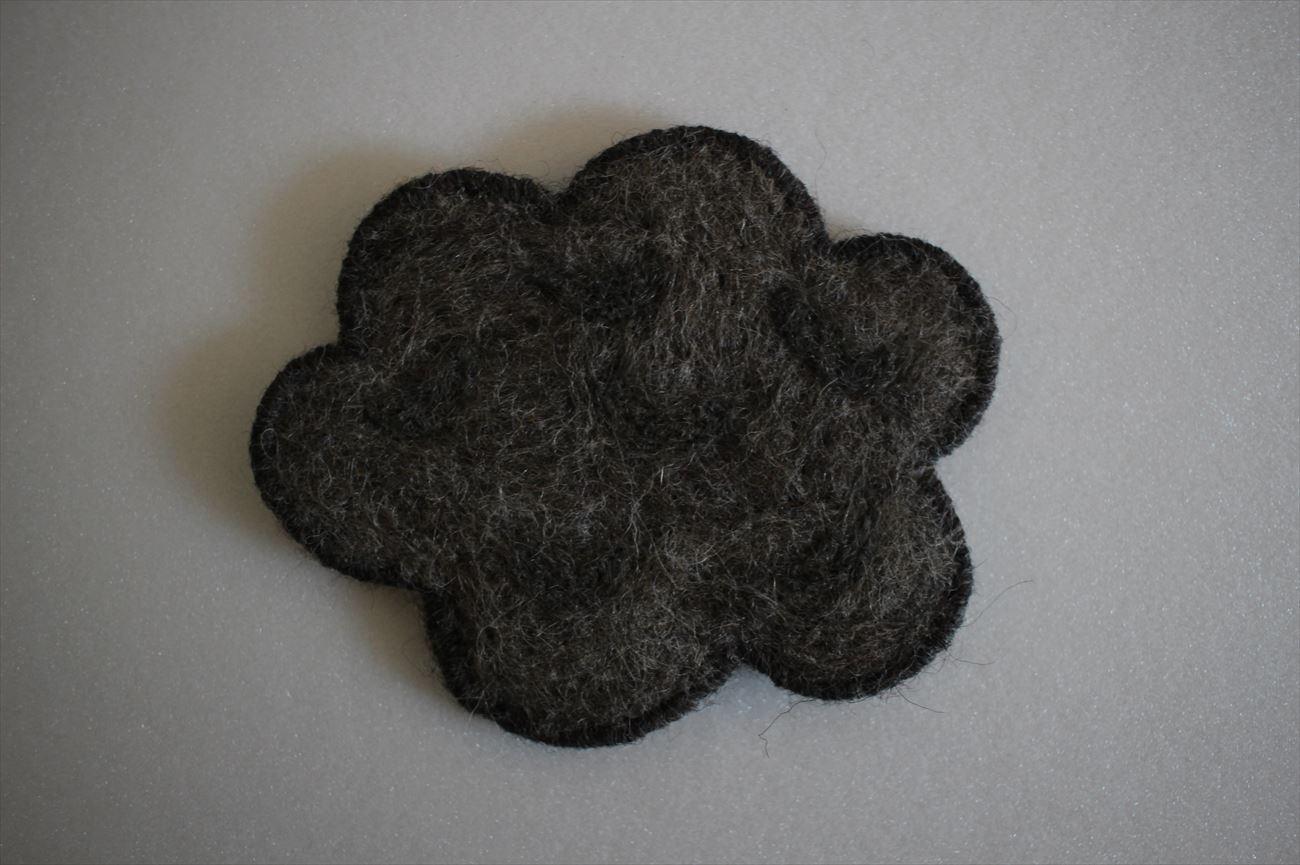 羊毛フェルトコースター くも 灰色