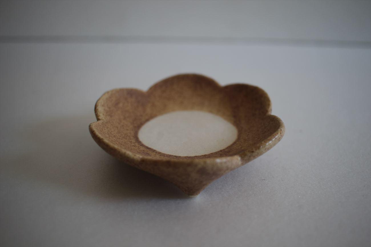 花小皿(薄茶中白)