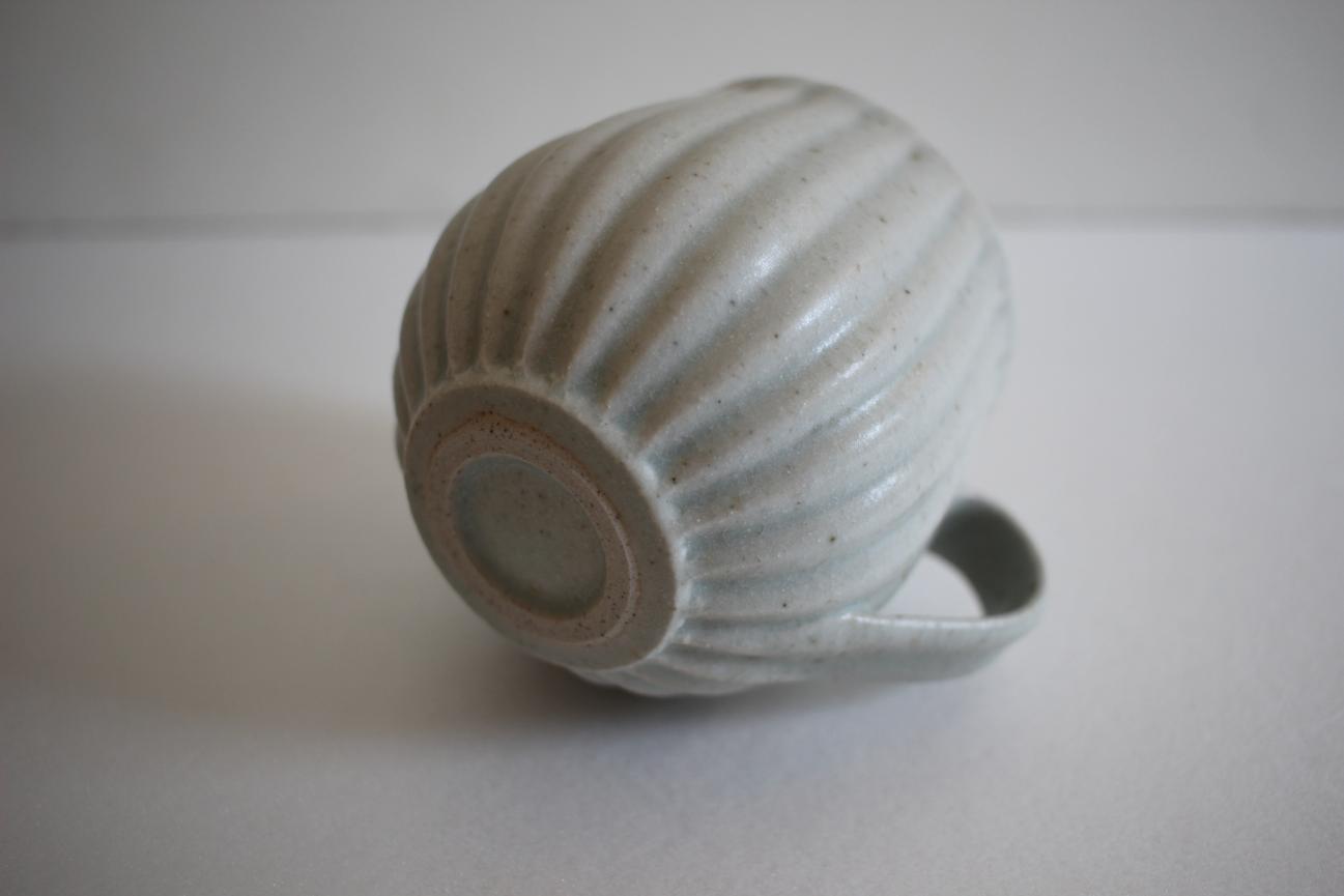 若菜綾子|彫りチューリップカップ 白