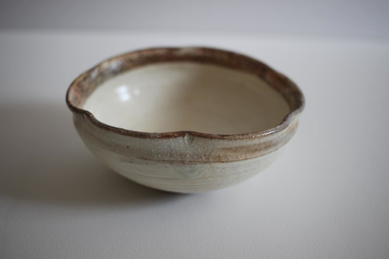 古谷浩一(古谷製陶所)|渕荒粉引 たわみ輪花豆鉢ミニ