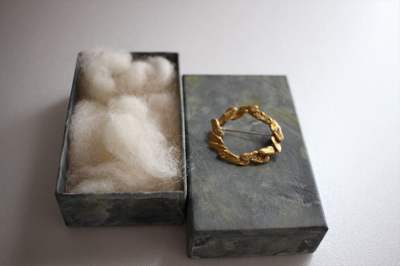 object broochi 「冠」真鍮