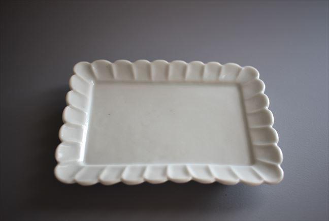 白磁輪花角小皿