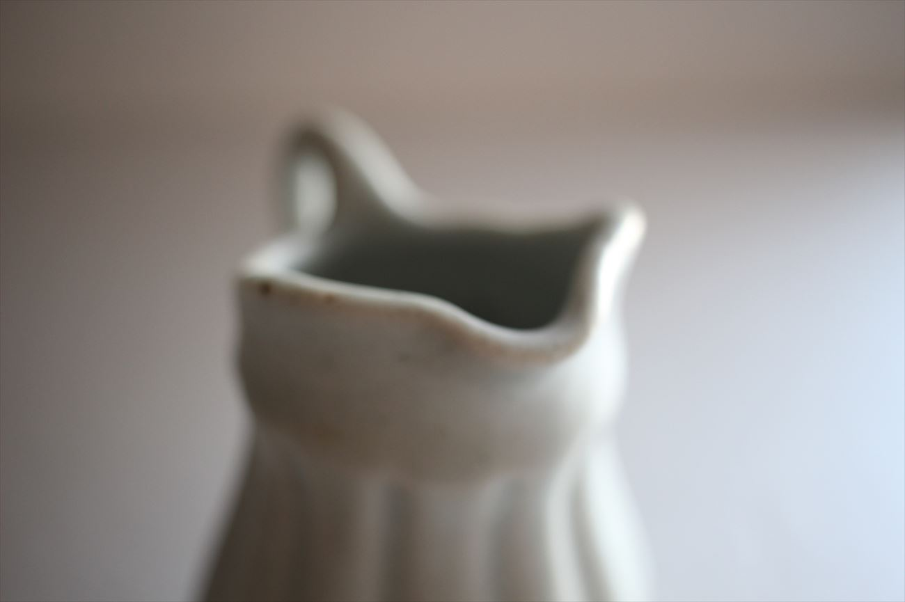 彫ミルクピッチャー 白①